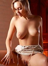 Blonde posing naked in this nude art set